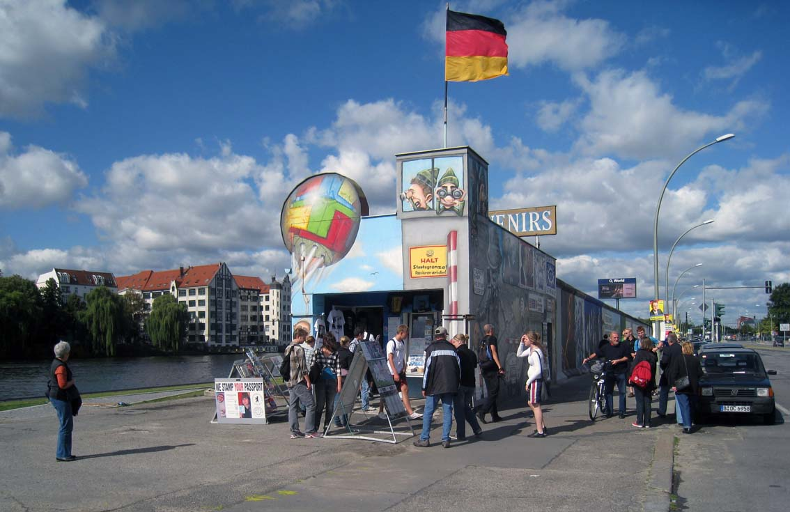 Berlin_Wall_Shop_01