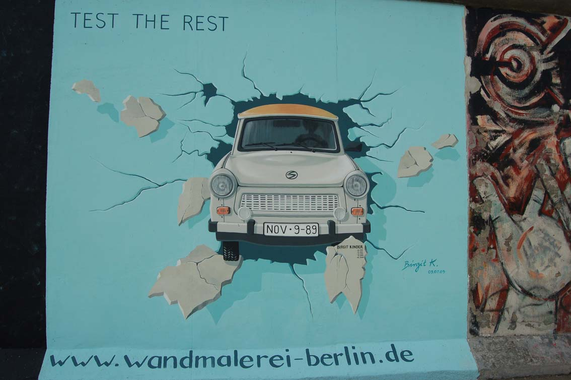 Berlin_Wall_Trabant